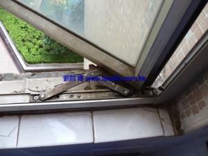 舊窗鉸 缺漏拉釘